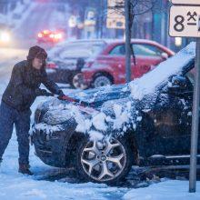 Dėl snygio ir pūgos eismo sąlygos beveik visoje Lietuvoje – sudėtingos