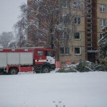 Gausus sniegas ugniagesiams nepašykštėjo darbų – Kauną ir rajoną vadavo iki paryčių