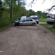 Per savaitę eismo nelaimėse vienas žmogus žuvo, sužeista – 50