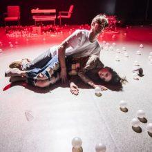 Spektaklyje – amžinybės atodūsio burbulai