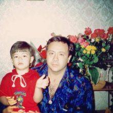 Istorija: B.Dekanidzė su sūnumi Viktoru, kuris šiuo metu sukinėjasi JAV, Niujorko legalaus verslo pasaulyje.