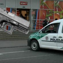 """Prokuratūra prašo """"Rimi"""" apsaugininką pašovusį vyrą suimti mėnesiui"""