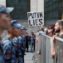 """Rusijos opozicija protestuoja prieš """"sukčiavimą"""" artėjant vietos rinkimams"""