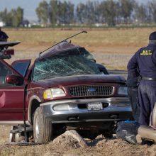 Kalifornijoje susidūrus vilkikui ir visureigiui žuvo mažiausiai 13 žmonių <span style=color:red;>(atnaujinta)</span>