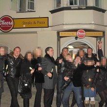 Likimas: Agurkinių byloje galima pamatyti ne vieną nuotrauką, kur R.Morkevičius drauge puotauja su ryškiausiais grupuotės nariais ir taip pat nužudytu D.Bugavičiumi.