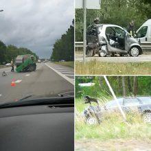 Stipri avarija magistralėje: nusidriekė milžiniška spūstis, yra sužalotų žmonių