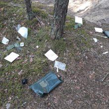 Užkliuvo poligone paliktos šiukšlės: įtarimų šešėlį metė kariams
