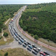 Keliantis į Klaipėdą – milžiniškos automobilių eilės
