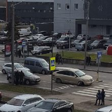 Per avariją Raudondvario plente nukentėjo vairuoti besimokiusi mergina