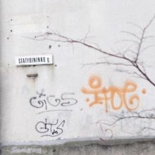 Vilniuje sienas aprašinėjęs vaikinas nubaustas laisvės apribojimu