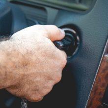 Policija sulaikė ne pirmą kartą svetimais automobiliais važinėjusius radviliškiečius