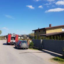 Kauno rajone degė namas: evakuoti jame buvę žmonės, vienas jų – medikų rankose