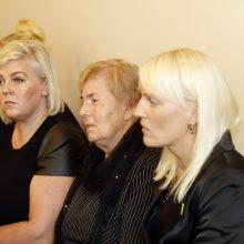 Slaugytojų žūties byla: kaltinamajai pareikštas šešiaženklis ieškinys