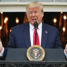 D. Trumpas sako aukojantis savo metinį atlyginimą JAV poreikiams