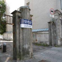 Žymės: 1925 m. pastatytų Žemės ūkio ministerijos vartų likučiai.