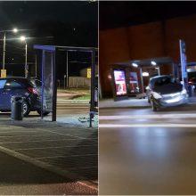 """Kauno pilies žiedinėje sankryžoje – """"Opel"""" skrydis į stotelę"""