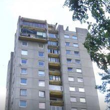 Vilniuje nukrito daugiabučio balkonas: teko evakuoti gyventojus