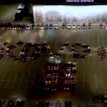 Originaliai paminėjo Kovo 11-ąją: automobiliai suformavo sveikinimą