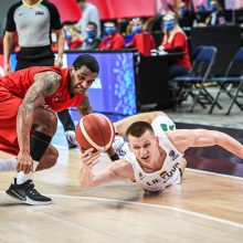 """Varžovai: per """"EuroBasket 2022"""" atrankos ciklą lietuviai ir danai pasidalijo po pergalę <span style=color:red;>(77:76 ir 76:80)</span>."""