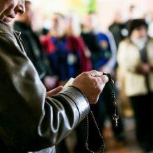 Katalikų vyskupai nusprendė: sekmadienį tikintieji vėl galės eiti į mišias