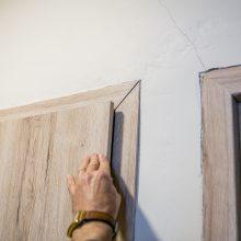 Griūvančio namo gyventojai: sienos skyla toliau