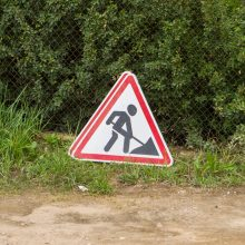 Trūko kantrybė: dėl iškastos gatvės iš kiemų išvažiuoti neįmanoma