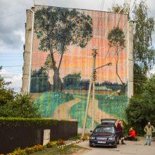 Freska ant Kauno daugiabučio: lietuvišką peizažą nupiešė robotas