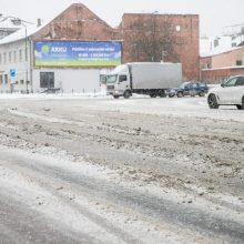Vairuotojų kantrybę bando slidžios Kauno gatvės