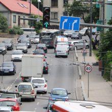Eismo nelaimė spūstyje įkalino Parodos kalnu kylančius vairuotojus