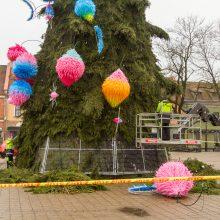 Jau išmontuojama kosminė Kauno eglė: dekoracijos pavirs į skulptūrą ar šviestuvus?