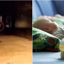 Nakties drama: lauke – nuogas ir klykiantis vaikas, kiti du irgi palikti vieni