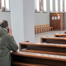 Bažnyčios atveria duris sekmadieninėms mišioms