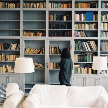 Kaupiame šeimos biblioteką: knygos, kurios patiks paaugliams ir suaugusiems