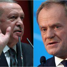 """D. Tuskas pasmerkė Turkijos vadovo """"šantažą"""" paleisti migrantų bangą į ES"""