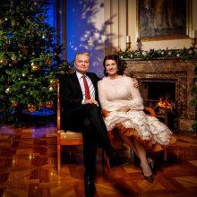 Žmones raginant per šventes likti namie, pas G. ir D. Nausėdas iš užsienio sugrįžo dukra