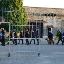 Kiauros kalėjimų sienos – vienas po kito pabėga nuteistieji: kol kas klausimų daugiau nei atsakymų