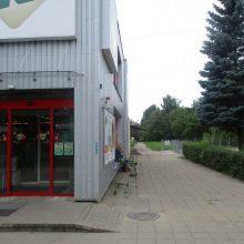 Kaune girtuokliaujama vis atviriau: kiemuose, parkuose, prie parduotuvių <span style=color:red;>(nuotraukos)</span>