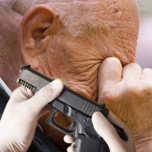 Į areštinę uždarytas 90-metis, pistoletu grasinęs 74-erių moteriai
