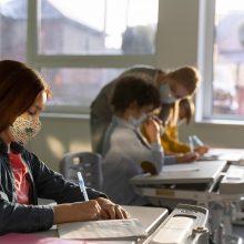 Kaunas testavimui kaupinių metodu pasiruošęs: du iš trijų pradinukų mokslo metus užbaigs klasėse