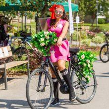 Šilainiuose – sijonuotų moterų ant dviračių paradas
