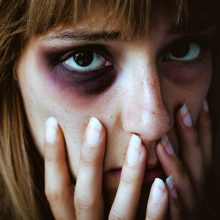 Tyla telefono ragelyje sukėlė nerimą: skambina smurto auka?