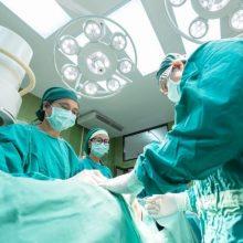 """Atnaujinamos planinės gydymo paslaugos: jų neteikiančias """"nuskausmins"""" finansiškai"""