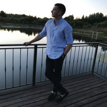 Po baisios avarijos jaunas vyras beveik nieko nebemato: artimųjų viltis – užsienio medikai
