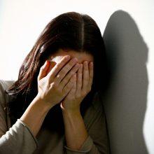 Smurtą patiriančioms moterims per karantiną sudėtingiau kreiptis pagalbos