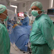 Pirmąją robotinę operaciją stebi miesto meras Vytautas Grubliauskas.