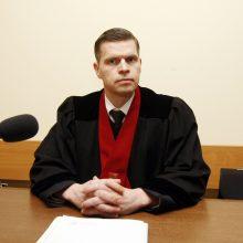 """Teisiamas V. Titovas """"užsisiuvo"""" burną"""