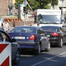 Nori apriboti automobilių ir autobusų greitį Tiltų gatvėje