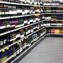 Apklausa: pusė gyventojų patenkinti alkoholio prekybos ribojimu
