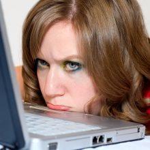 Nuostoliai: kai kurios internetinėje parduotuvėje pirkusios ir norimų prekių nesulaukusios klientės patyrė nuostolių.