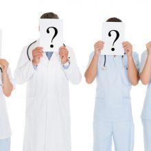 Keista: nors vizito pas gydytojus tenka laukti stebėtinai ilgai, valdžia tikina, kad medikų šalyje netrūksta.